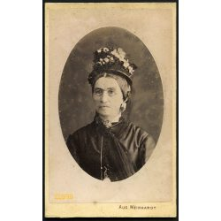 Meinhardt műterem, Hermanstadt, Nagyszeben,  Erdély, idős hölgy portréja, különös kalap, szemüveg, 1870-es évek, Eredeti CDV, dombornyomott (!) vizitkártya fotó.