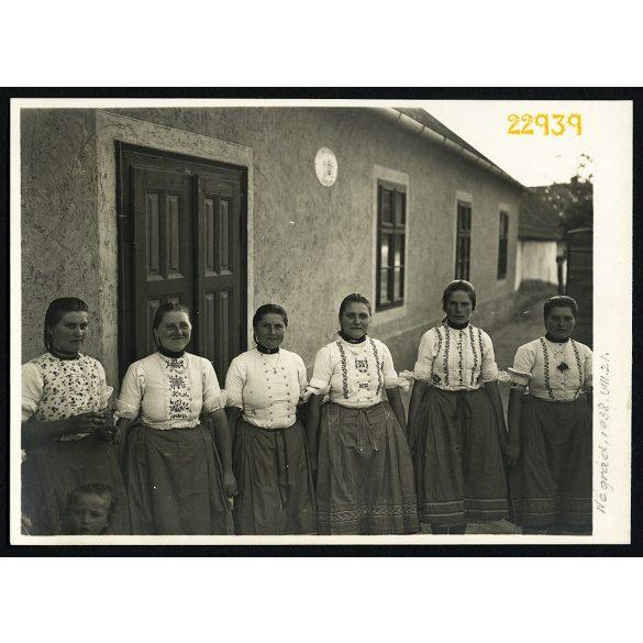 Nógrád, falu, lányok népviseletben, 1938, 1930-as évek, Eredeti fotó, papírkép.
