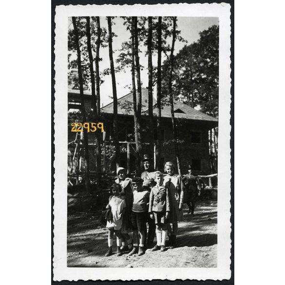 Mátraháza, Honvéd tiszti üdülő, katonatiszt családjával, 1930-es évek, Eredeti fotó, papírkép.