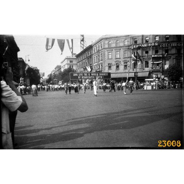 A Demokratikus Ifjúsági Világszövetség II. kongresszusa, felvonulás, Budapest, Andrássy út, politika, 1949, 1940-es évek, Eredeti fotó negatív!
