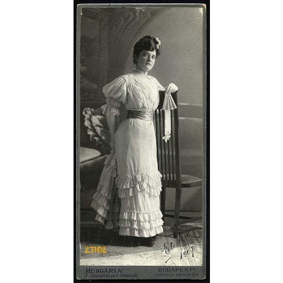 Hungária műterem, elegáns hölgy legyezővel, kesztyűben, Budapest, portré, 1907, 1900-as évek, Eredeti nagyobb méretű kabinet fotó.