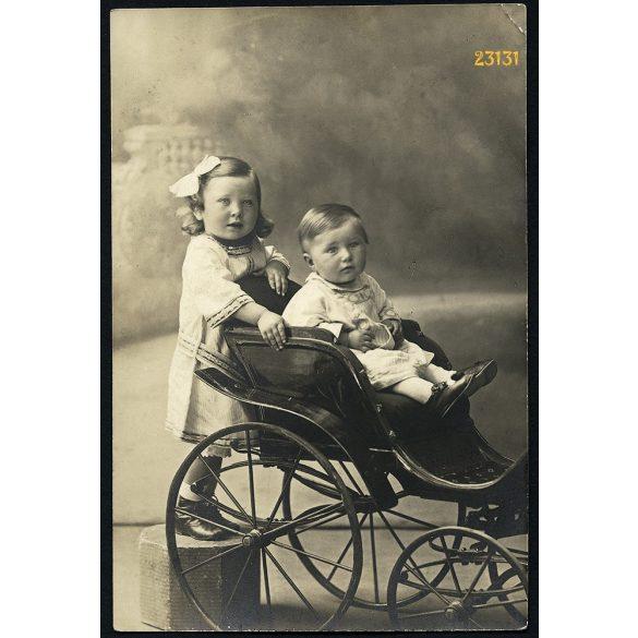 Urai műterem, Arad, Erdély, testvérek, gyerekek játékhintón, 1910-es évek, Eredeti fotó, papírkép.