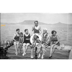 Balaton, fürdőruha divat, korabeli fürdőzők, strand, Badacsony, 1930-as évek, Eredeti fotó negatív!