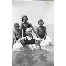 Balaton, fürdőruha divat, korabeli fürdőzők, nyaralás, 1930-as évek, Eredeti fotó negatív!