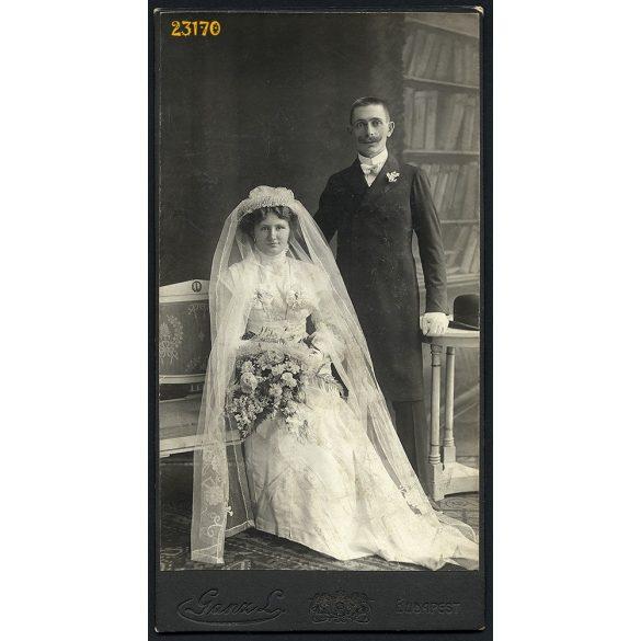 Ganz műterem, esküvő, menyasszony, vőlegény, bajusz, Budapest, portré, 1900-as évek, Eredeti nagyobb méretű kabinet fotó.