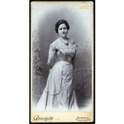 Goszleth István műterme, elegáns hölgy nyaklánccal, Budapest, portré, 1880-as évek, Eredeti nagyobb méretű kabinet fotó.