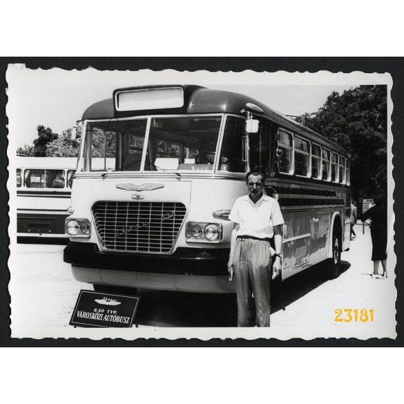 Ikarus 630 városközi autóbusz, Budapesti Ipari Vásár, jármű, közlekedés 1958, 1950-es évek, Eredeti fotó, papírkép.