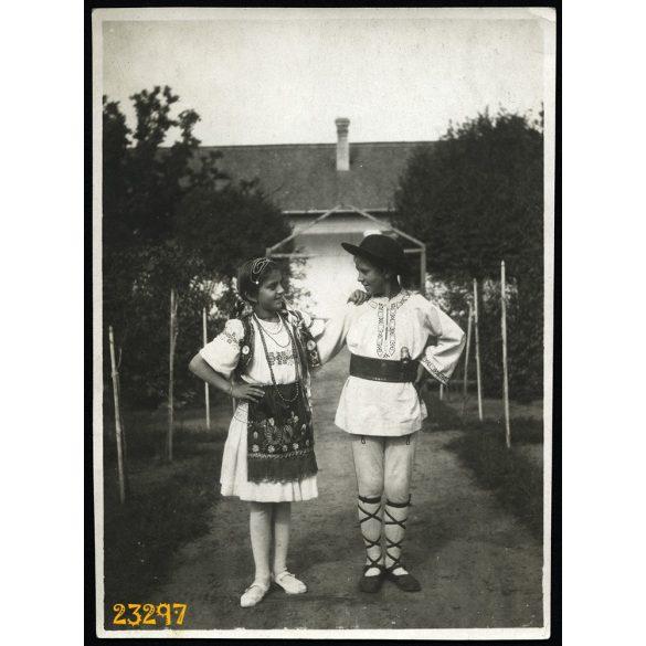 Gyerekek népviseletben, Erdély, 1920-as évek, Eredeti fotó, papírkép.
