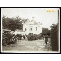 Magyar katonák orosz hadifoglyokkal, autó, 1. világháború, keleti hadszíntér, 1915. X. 2., Oroszország, jármű, közlekedés, 1910-es évek, Eredeti fotó, papírkép.