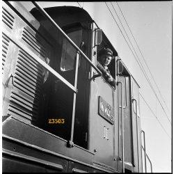 M 44 (Bobo) dízelmozdony, vasút, vonat, jármű, közlekedés, MÁV, 1960-as évek, Eredeti fotó negatív!