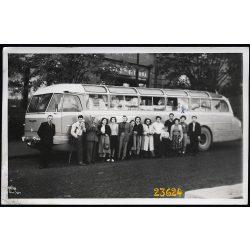 Korai Ikarus 55 távolsági autóbusz utasaival, jármű, közlekedés, 1950-es évek, Eredeti fotó, papírkép.