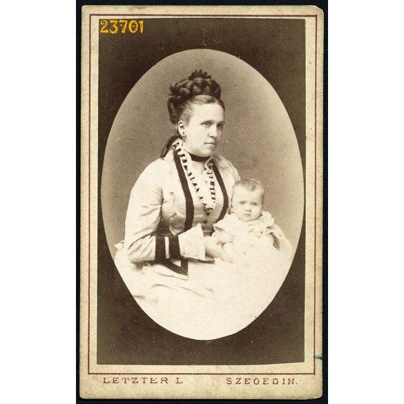 Letzter műterem, Szeged, elegáns anya a lányával, különös frizura, 1870-es évek, Eredeti CDV, vizitkártya fotó.