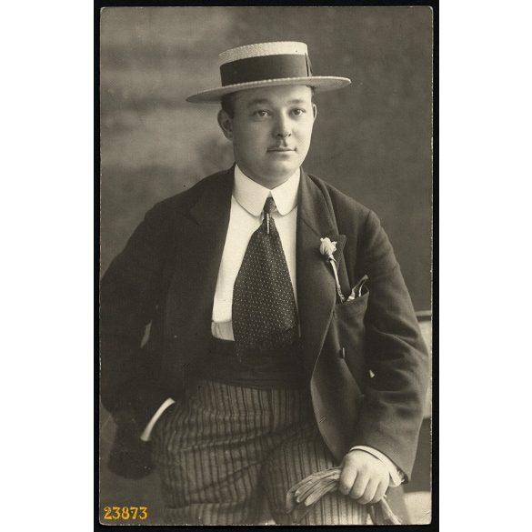 'Zelmann Ernő mérnök', elegáns férfi portréja, kalap, kesztyű, 1920-as évek, Eredeti fotó, papírkép.