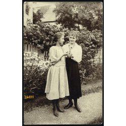 Stósz falu, Felvidék, elegáns hölgyek, anya lányával, 1922, 1920-as évek, Eredeti fotó, papírkép.