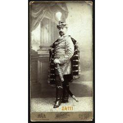 Dunky fivérek műterme, Kolozsvár (?), Erdély (?), nemes gyönyörű díszmagyarban, karddal, festett háttér, egészalakos  portré, 1900-as évek, Eredeti nagyméretű (!) kabinet fotó, sarkain sérült.