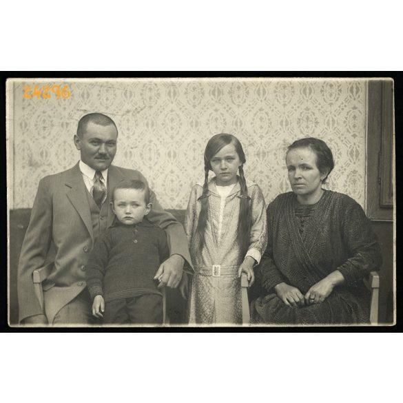 Bauderer műterem, Bulkeszi (Bulkesz), Vajdaság, családportré, kislány copffal,  1910-es (?) évek, Eredeti fotó, papírkép.