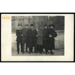 Korcsolyázók, Budapest, Városliget, Vajdahunyad vára, téli sport, egyenruha, 1920-as évek, Eredeti fotó, papírkép.