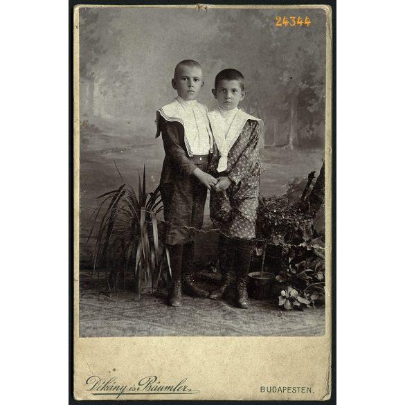 Dékány és Baumler műterem, Budapest, portré, festett háttér, 1890-es évek, Eredeti kabinet fotó, középen törésnyom.
