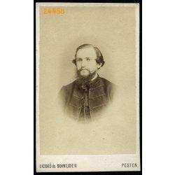 Licskó és Schneider műterem, Pest, elegáns szakállas férfi magyaros ruhában, portré, 1860-as évek, Eredeti CDV, vizitkártya fotó.
