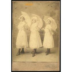 Till műterem, Hódmezővásárhely, csinos lányok napernyővel, kalapban, 1910-es évek, Eredeti szignózott fotó, kartonra kasírozott nagyobb méretű papírkép.