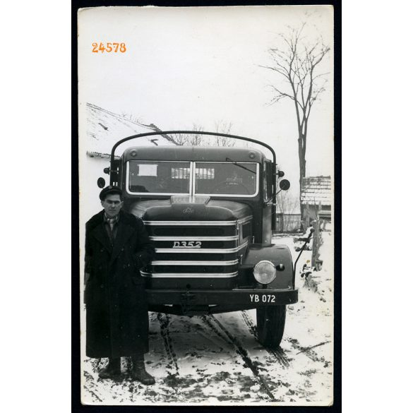 Dunaszentgyörgy, Csepel D 352 tehergépkocsi sofőrjével, jármű, közlekedés, autó, 1956, 1950-es évek, Eredeti fotó, papírkép.