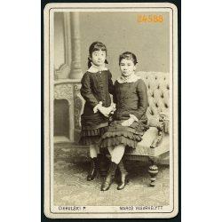 Ciehulski műterem, Marosvásárhely, Erdély, lányok, testvérek elegáns ruhában, 1860-as évek, Eredeti CDV, vizitkártya fotó különös hátlappal.