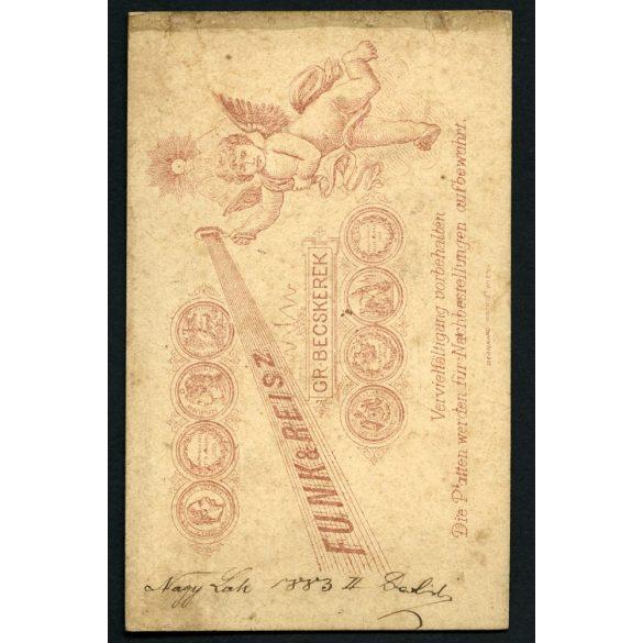 Funk & Reisz műterem, Nagybecskerek, Vajdaság, elegáns fiatal férfi portréja, 1883, 1880-as évek, Eredeti CDV, vizitkártya fotó.