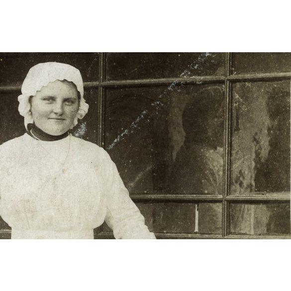 Hadi (?) ápolónő, 1. világháború, vöröskereszt, tükröződés, 1910-es évek, Eredeti fotó, papírkép.