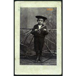 Magyar műterem, Budapest, kisfiú matrózblúzban. karikával, játék, gyerek, portré, 1909, 1900-as évek, Eredeti fotó, papírkép.