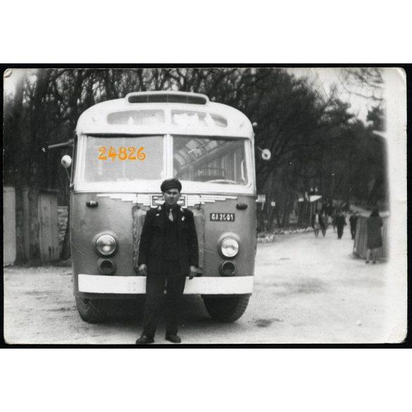 Ikarus 30 autóbusz sofőrjével, Pécs, Mecsek, jármű, közlekedés, 1967, 1960-as évek, Eredeti fotó, papírkép.