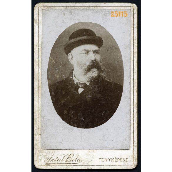 Antal Béla fényképész, Zalaegerszeg (?), szakállas férfi kalapban, portré, 1890-es évek, Eredeti CDV, vizitkártya fotó.