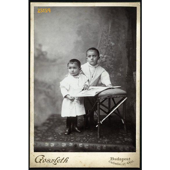 Goszleth műterem, Budapest, gyerekek, testvérek elegáns ruhában, képeskönyvvel, festett háttér, portré, 1900-as évek, Eredeti kabinet fotó.