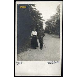 Magyar katonatiszt Adamcsics József és felesége, 1. világháború, Bad Vöslau, egyenruha, kard, 1917, 1910-es évek, Eredeti fotó, papírkép.