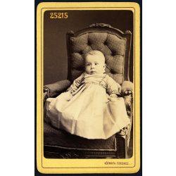 Kózmata műterem, Pest, Kunz Józsi, Kunz József fehérnemű gyáros fia, gyerek, csecsemő, portré, 1860-as évek, Eredeti CDV, vizitkártya fotó.
