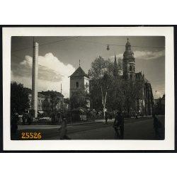 Kassa, Felvidék, utcakép a Dómmal, kerékpárral, 1940-es évek, Eredeti fotó, papírkép.