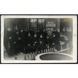 Kalauzok egyenruhában, BSzK Rt (?), Dreher reklám, közlekedés, Corvin fotoriporter iroda, Budapest, 1930-as évek, Eredeti fotó, papírkép.