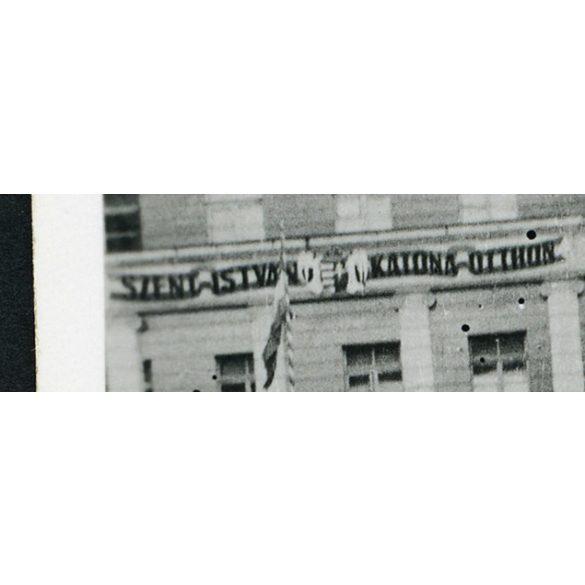 Szent István Katona Otthon, Kijev, magyar katonák egyenruhában, 2. világháború 1943 május, 1940-es évek, Eredeti fotó, papírkép.