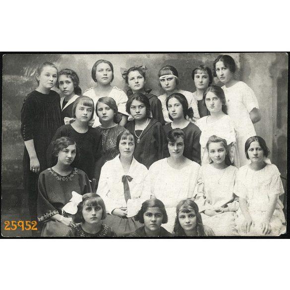 Wurczinger műterem, Dunaföldvár, végzős lány osztály, hátlapon névsorral, iskola, 1922, 1920-as évek, Eredeti fotó, papírkép.