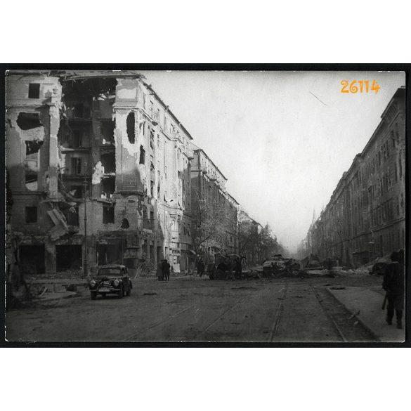 1956-os forradalom, Budapest, Kilián laktanya, kilőtt szovjet tankok, Üllői út, Ferenc körút, 1950-es évek, Eredeti fotó, papírkép.