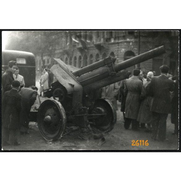 1956-os forradalom, Budapest, ágyú, autóbusz, utcarészlet, 1950-es évek, Eredeti fotó, papírkép.