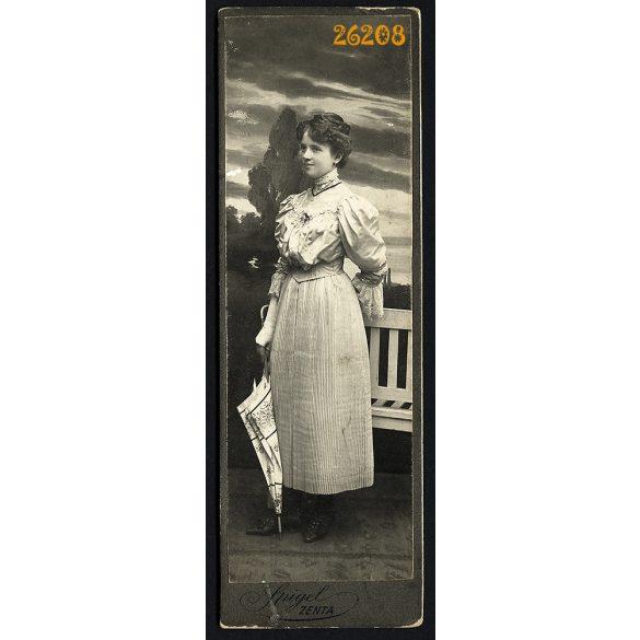 Spigel műterem, Zenta, Vajdaság, elegáns hölgy, 'Cili testvér' ernyővel, portré, 1908, 1900-as évek, Eredeti kabinetfotó.