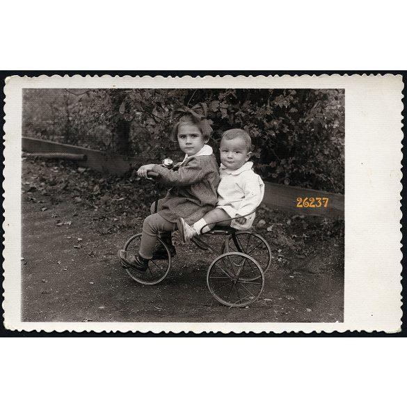 Kádár fényképész, Füzesabony, gyerekek triciklin, kerékpár, jármű, közlekedés, 1930-as évek, Eredeti fotó, papírkép.