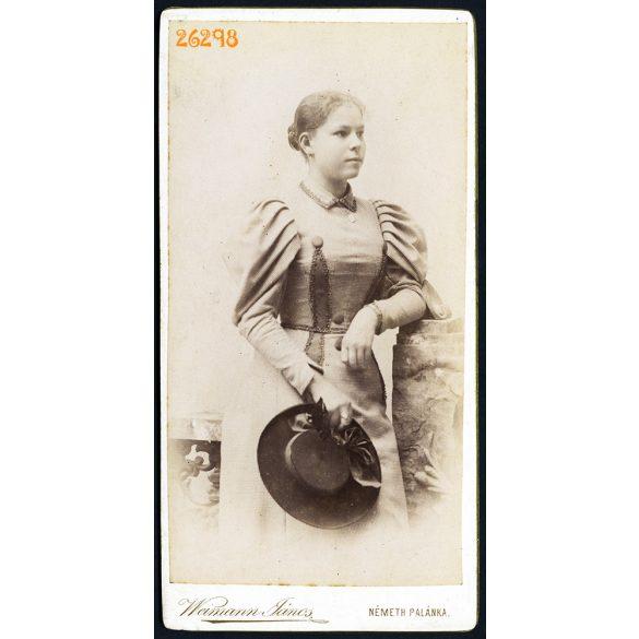 Weimann műterem, Németh Palánka (Németpalánka), Vajdaság, fiatal hölgy kalappal, portré, 1900-as évek, Eredeti kabinetfotó.