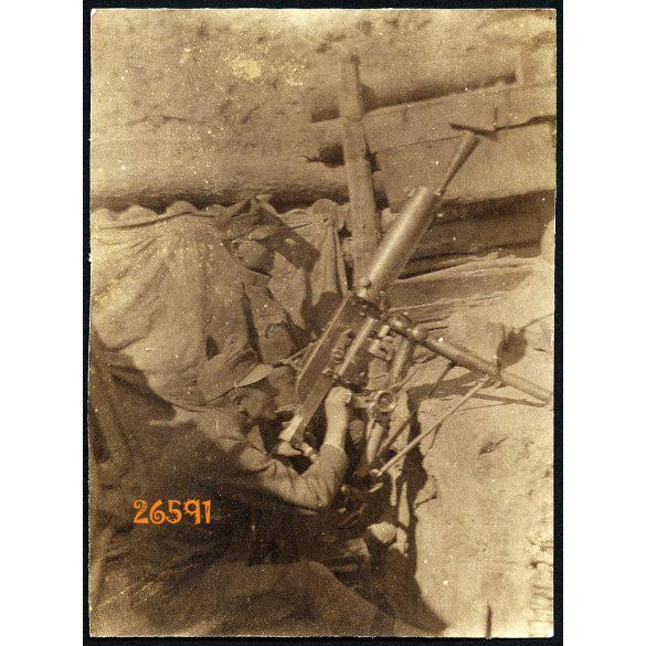 Magyar katona K. u. K. Schwarzlose MG.07/12 géppuskával, légvédelem,  1. világháború, fegyver, egyenruha, 1910-es évek, Eredeti fotó, papírkép.