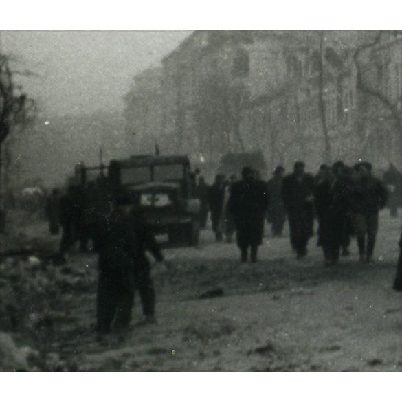 1956-os forradalom, Budapest, vöröskeresztes Csepel teherautó, utcarészlet, szétlőtt házak, 1950-es évek, Eredeti fotó, papírkép.