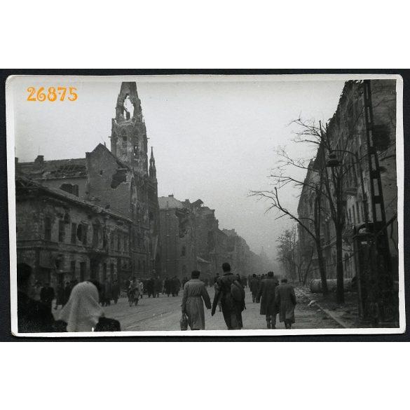 1956-os forradalom, Budapest, Üllői út Viola utca sarka, utcarészlet, szétlőtt házak, szétlőtt Örökimádás templom, 1950-es évek, Eredeti fotó, papírkép.