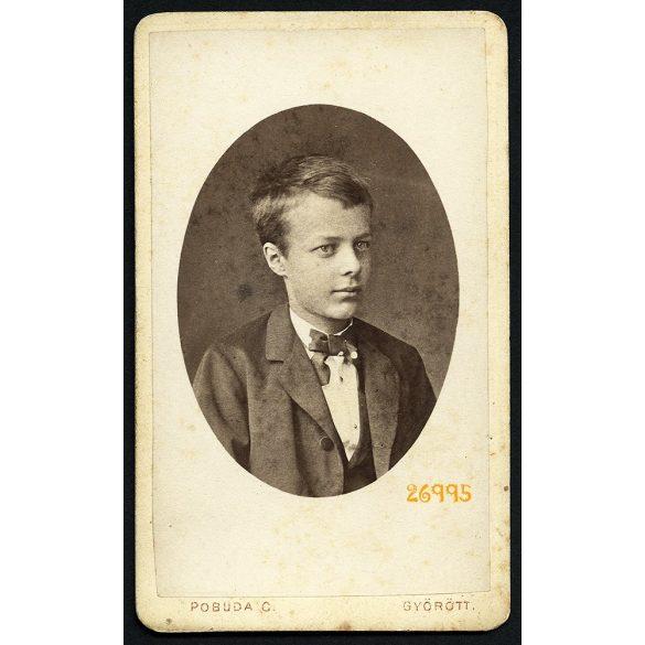 Pobuda műterem, Győr, Argay Béla portréja, elegáns fiú csokornyakkendőben, 1877, 1870-es évek, Eredeti CDV, vizitkártya fotó.