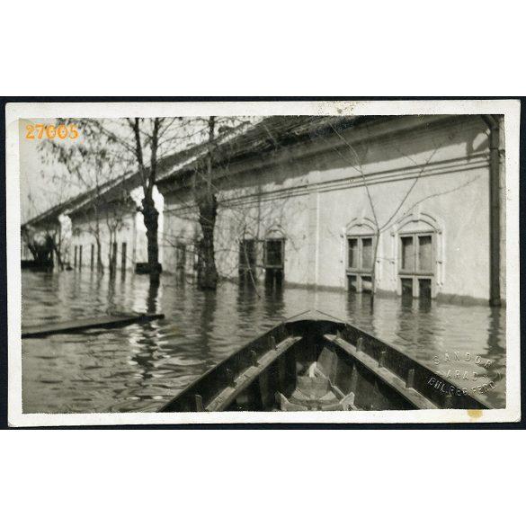 Mikelaka (Arad), Erdély, 1932 évi árvíz, város, utcakép, Eredeti mélynyomóval jelzett fotó, papírkép.