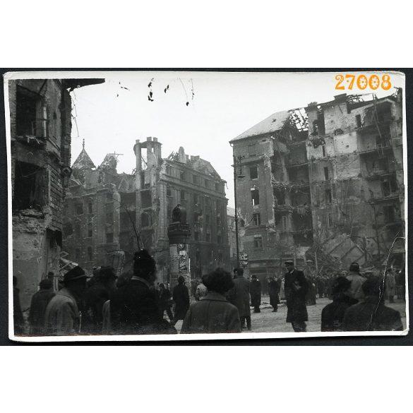 1956-os forradalom, Budapest, Üllői út, József körút sarka, utcarészlet, szétlőtt házak, 1950-es évek, Eredeti fotó, papírkép.