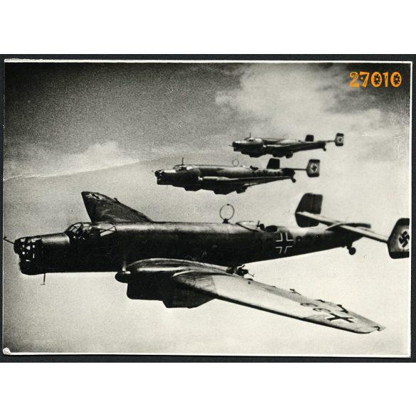 Junkers JU 86k német katonai repülőgépek, 2. világháború, 1940-es évek, eredeti sorszámozott UFA fotó, papírkép, középen törésnyom.